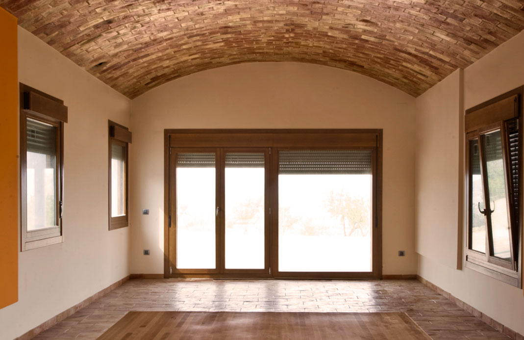 Large glass door that allows to illuminate the entire interior room